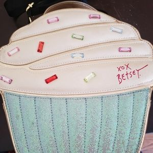 Betsey Johnson lunch bag cupcake